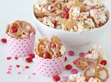 Valentines-snack-mix