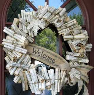 Book wreath. Extra fabulous because it can be used all year round! Image from Kyandra.